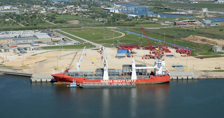 aerial-ship-in-port