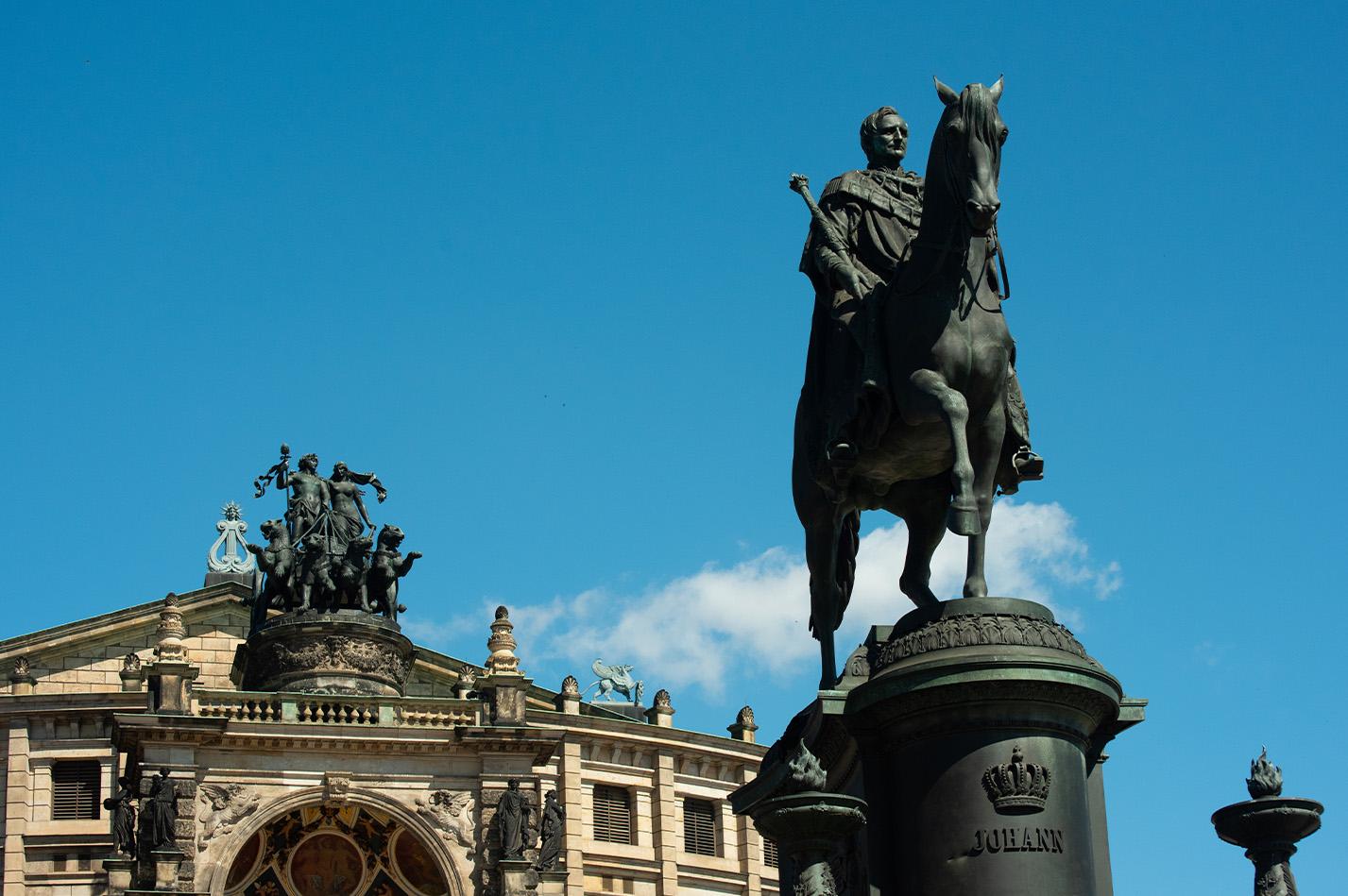 horse-statue-art